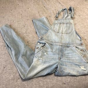 American eagle tomgirl overalls distressed sz.s